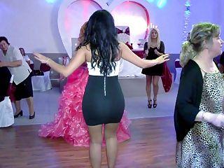 신부 언니의 엉덩이