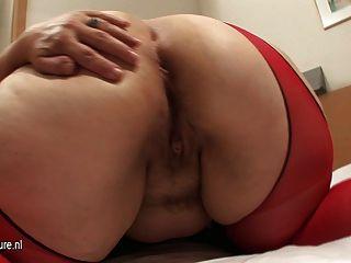 뚱뚱한 엉덩이 백인 엄마가 딜도 라구 딜도와 좆