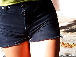 울트라 꽉 짧은 청바지에 큰 엉덩이.카멜롯, 엉덩이 가슴