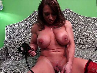 브랜디 마와 그녀의 clit 펌프