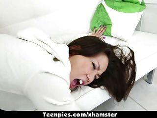 teenpies 아시아 kalina 류는 강타하고 jizz로 채웠다.