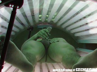 공공 일광 욕실에 숨겨진 스파이 카메라