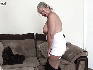 놀라운 몸매를 가진 멋진 할머니