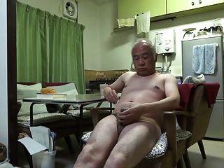 일본 노인 좋은 감정을 젖꼭지를 만지는 사람