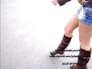 뱃사공 : 섹시한 여자가 공공 장소에서 섹시한 부츠 \u0026 미니 스커트에