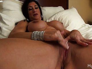 뜨거운 이탈리아어 그녀의 큰 clit와 재생