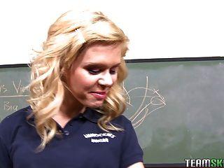 무고한 금발 소녀 여학생 십대 엘리자베스 벤틀리 수업