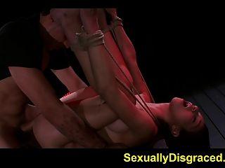 묶여 있고 무력한 동안 미아 헐리의 거친 섹스