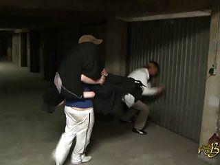 beurette baisee sauvagement dans un garage 파 2 메크