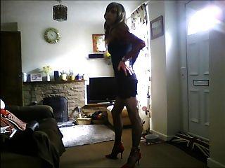 섹시한 검은 드레스에 crossdresser