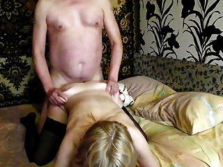 집에서 스타킹 섹스에 금발 러시아어 milf