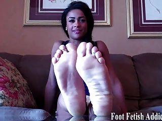 네가 내 발을 빨아주고 싶어.