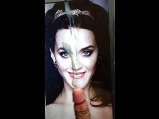 케이티 페리 거대한 얼굴 표정 공물