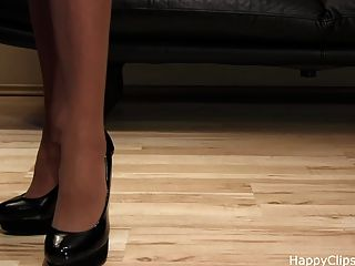 검은 하이힐에 anique 아주 좋은 신발 단계