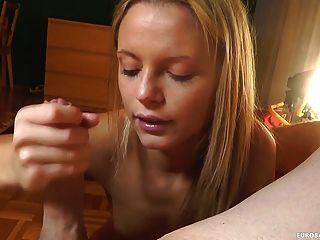 그녀의 입으로 기술을 보여주는 아마추어