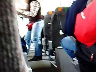 버스에서 자위하고 버스를 타다.