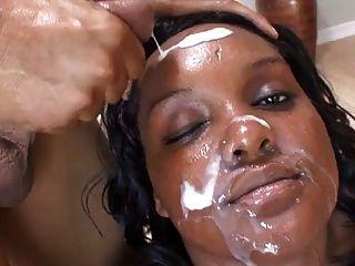 흑인과 백인 bbw는 그들의 얼굴을 정액으로 덮었습니다.
