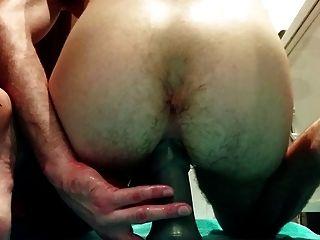 큰 엉덩이로 내 엉덩이를 빌어 먹고 주먹하려고