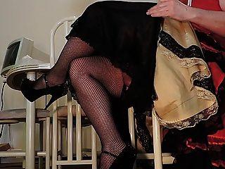 빨간 드레스와 fishnet 스타킹의 엿 같은 광선