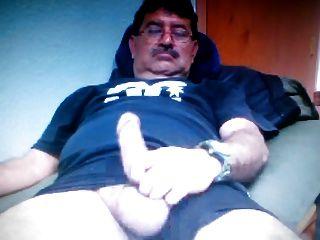 캠에 그의 큰 거시기를 보여주는 멕시코 아빠