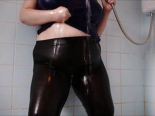 큰 엉덩이 젖은 스판덱스 3