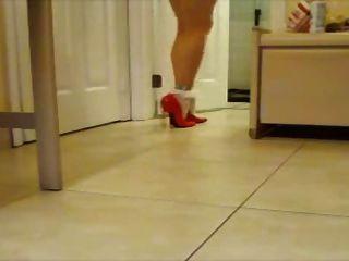 하얀 발목 양말과 빨간 특허 펌프!