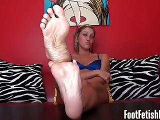 내 섹시한 흑단 발에 그것을 저크.