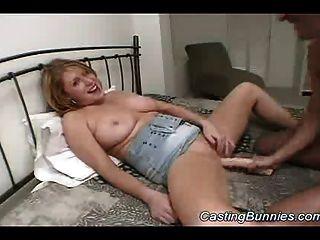 거대한 뜨거운 토끼를 캐스팅하고 엉덩이에 그녀를 망할