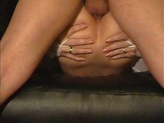 아마추어 아내는 그녀의 엉덩이가 심하게 좆되어 좋아한다.