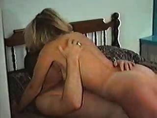 다른 남자와 섹스를하는 캐나다인 아내
