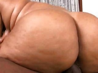 eleonora와 그녀의 큰 뚱뚱한 엉덩이가 진짜 열심히 망할지고