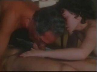 아마추어 관능적 인 bi sex threesome encounter