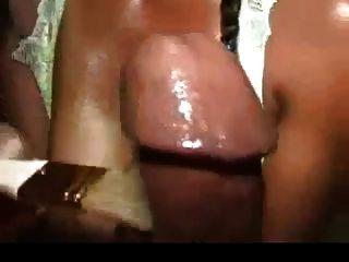 흑인 여자에 의해 브러시와 이상한 손짓