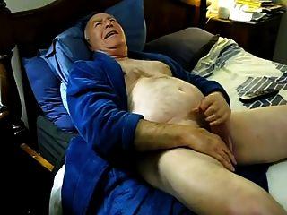 침대에 흥분 아빠 정액