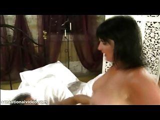 불쾌한 브리프 milf andi xxx는 그녀의 엉덩이에 깊은 큰 수탉 걸립니다