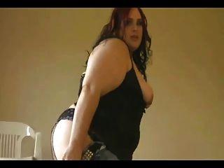 흥분 아름다운 뚱뚱한 bbw 친구가 그녀의 큰 가슴을 보여주는