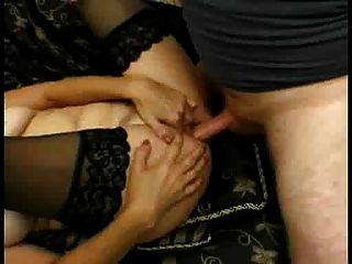 유부녀가 엉덩이와 입에 힘을 얻는다.