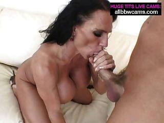 lissa는 그녀의 입술과 거대한 가슴 2
