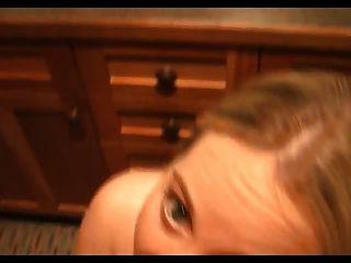 아주 뜨거운 금발의 여자가 화장실에서 잤어 csm