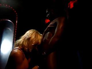 헬렌 듀발과 케이트 더 큰 검은 수탉을 사랑합니다.