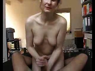 섹시한 아가씨가 그를 빨리 질내 사정!