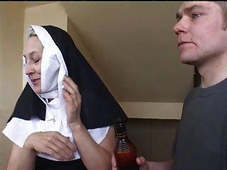 두 명의 남자와 수녀님 irina