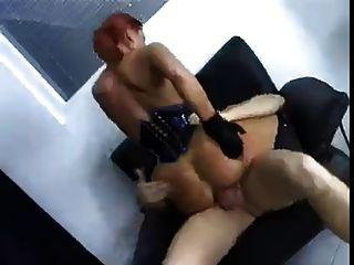 독일 소녀는 그녀의 엉덩이에 좆