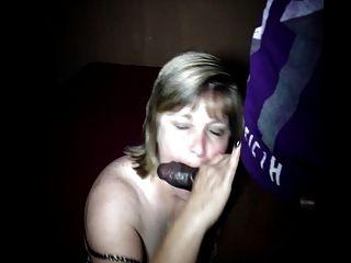 장난 꾸러기 인 아내 사라는 큰 검은 색 자지 빨고 \u0026 섹스를 사랑한다 !!!