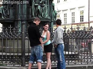 도시 중간에있는 그룹 섹스 파트 1