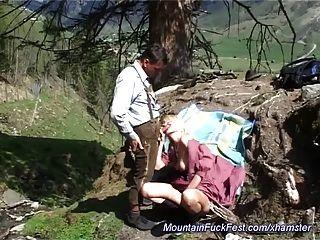 산에서 하드 항문 섹스