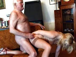 할아버지는 젊은 금발을 좆.