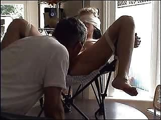 의자에 묶인 새끼