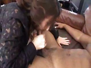 청소부가 유혹 한 성숙한 섹시한 여인