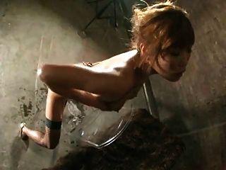 뜨거운 아시아 소녀 승마 큰 딜도 라구 딜도